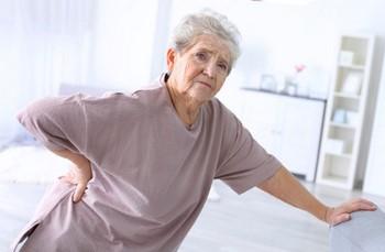 Боль в пояснице у пожилых женщин