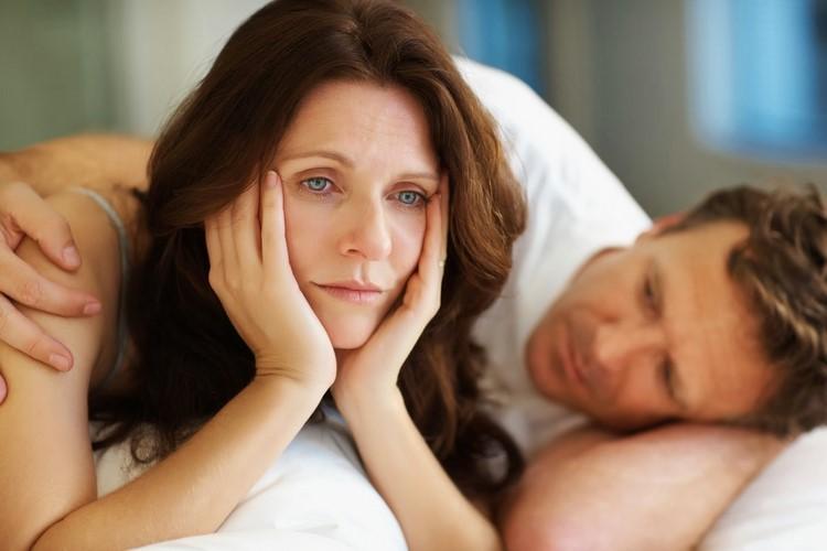 Женщина с мужчиной в постели