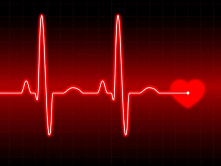 Сердцебиение при климаксе: причины, что делать
