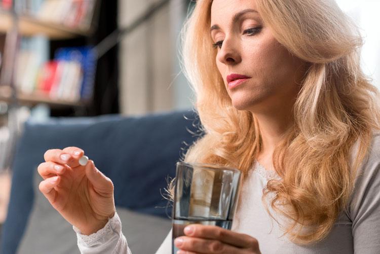 Какие гормональные препараты принимать при менопаузе